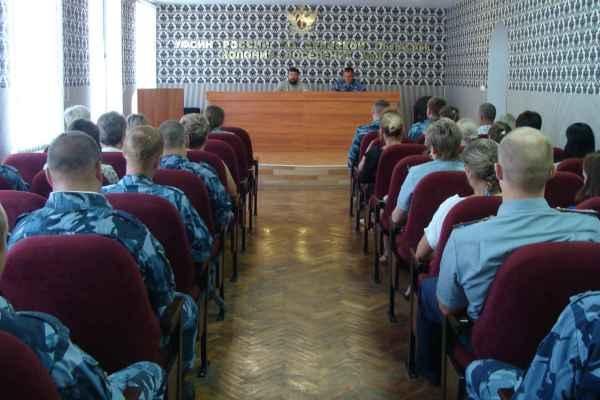 Священнослужитель и психолог КП-3 побеседовали с сотрудниками учреждения о ценностях человеческой жизни