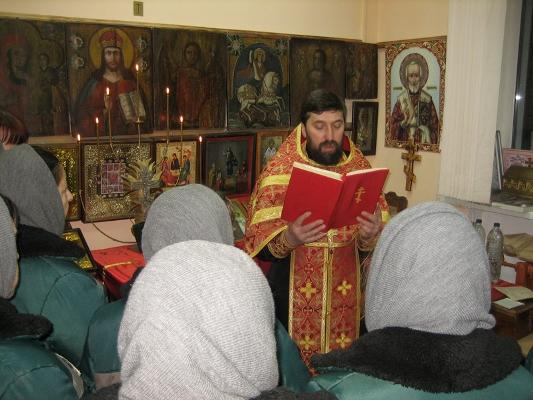 В КП-3 и ИК-6 состоялись богослужения в честь святой великомученицы Анастасии Узорешительницы