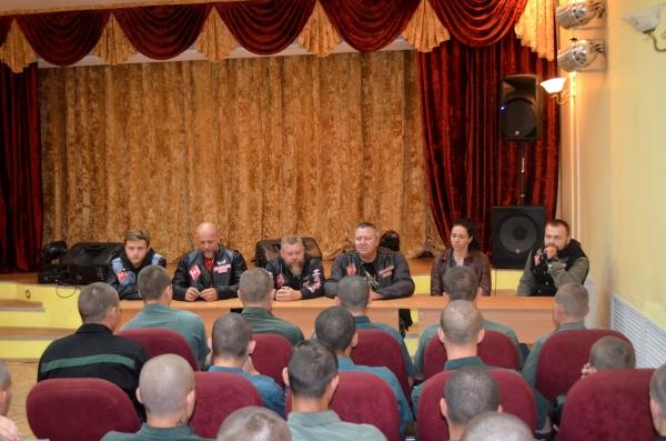 В гостях у воспитанников Брянской ВК побывали члены мотоклуба «Red&White Army MC Bryansk»
